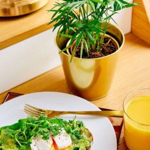 завтрак авокадо и яйца